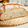 Chleb na zakwasie z miodem i orzechami laskowymi