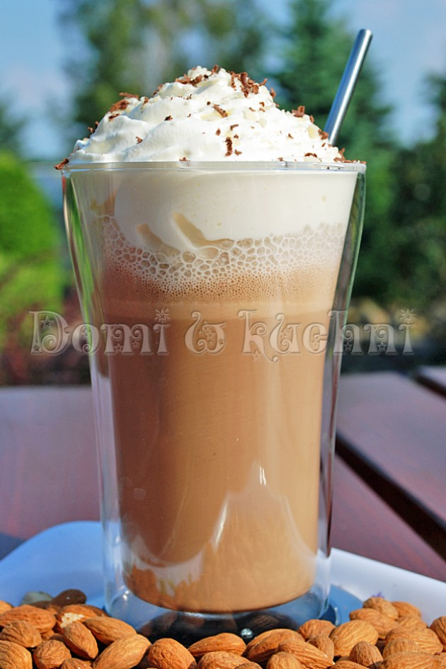 Czekoladowo-migdałowa kawa mrożona