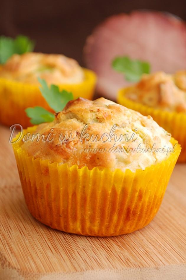 Muffiny z porem i szynką