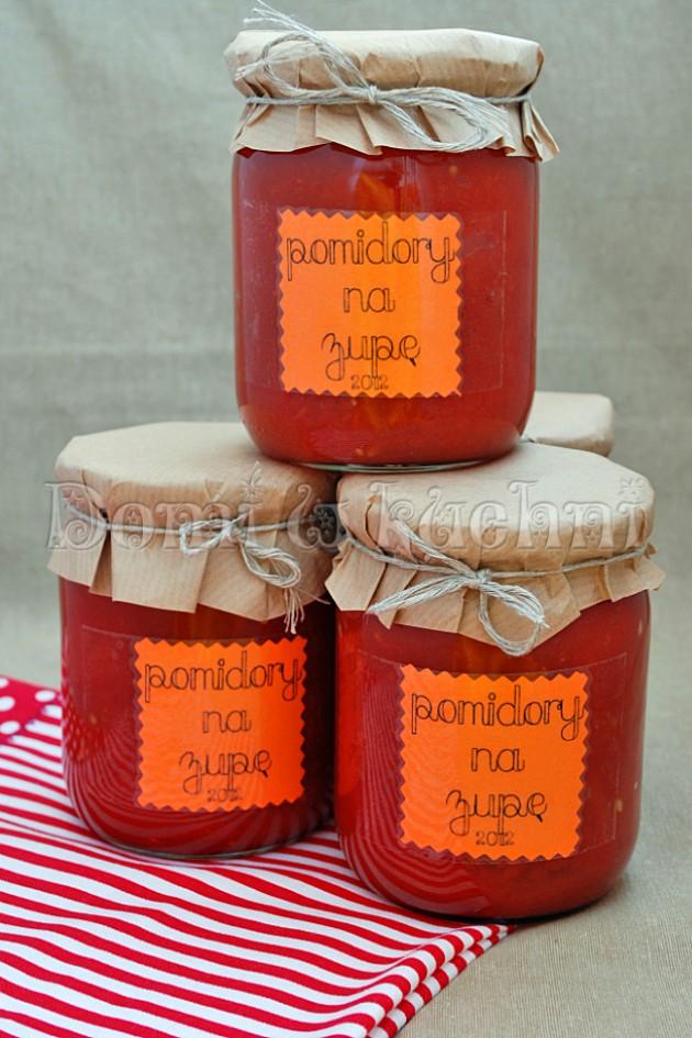 Pomidory w słoikach