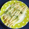 Szparagi z masłem czosnkowym