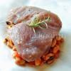 Tuńczyk w papilotach na sałatce z fasolki