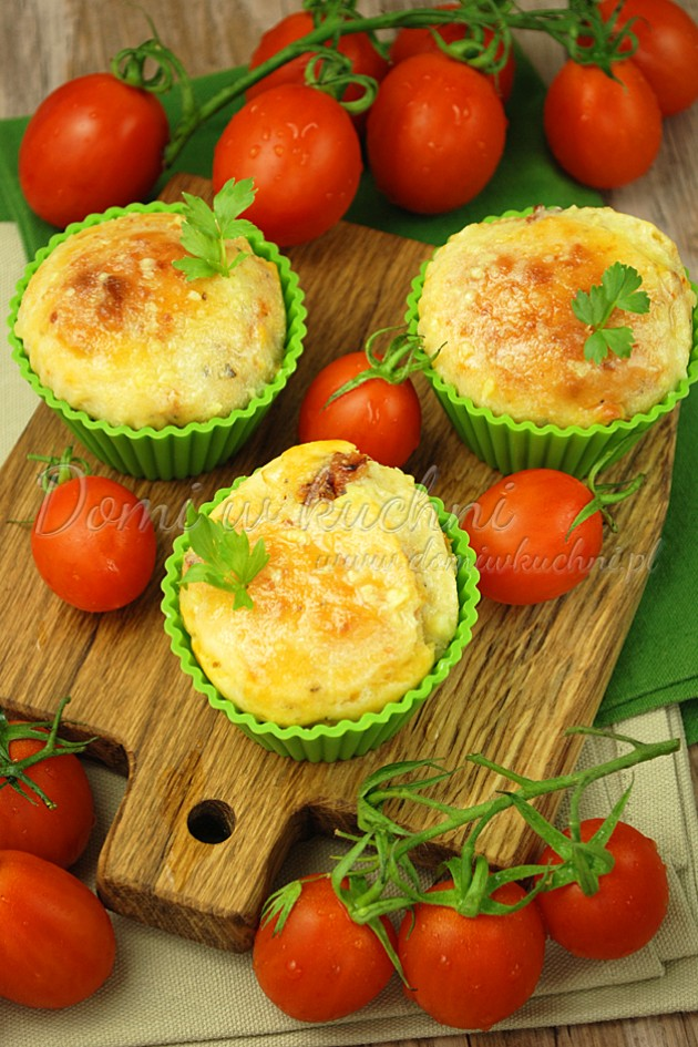 Muffiny z suszonymi pomidorami i ziołami