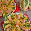 Sałatka z łososia i mango na rukoli
