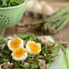 Sałatka ze szparagami i jajkiem