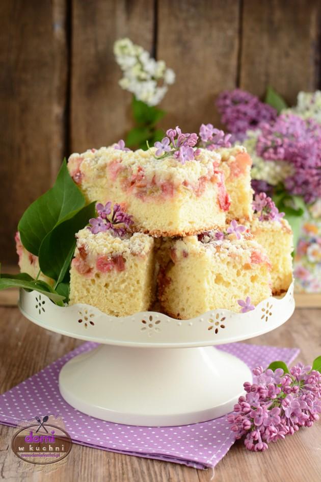 Drożdżowe ciasto z rabarbarem