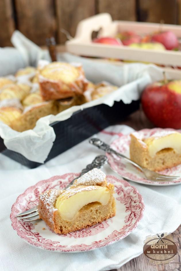 Ciasto z połówkami jabłek